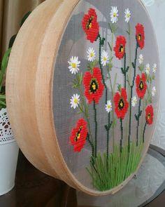 Fotoğraf açıklaması yok. Ribbon Embroidery, Cross Stitch Embroidery, Cross Stitch Patterns, Cross Stitch Kitchen, Modern Cross Stitch, Embroidered Bag, Loom Bands, Cross Stitch Flowers, Jouer