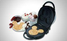 Hacer que los niños coman no siempre es tarea fácil, adorna tus platos con la sandwichera/gofrera Ariete de Disney.