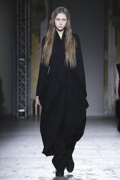 Uma Wang Fall 2015  Kiev the clothes but not the whitened long faces of all the models
