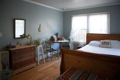 House Tour: A Cozy and Eclectic Portland Bungalow Retro Apartment, Interior Design Themes, Bungalow Homes, Eclectic Design, Retro Home Decor, Awesome Bedrooms, Home Bedroom, Bedroom Fun, House Tours