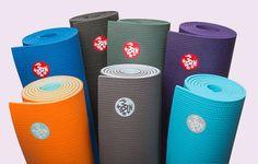 MANDUKA MATTEN  Bij ons op de studio verkopen we een aantal soorten matten, waaronder de populaire Manduka.  Dus wil je een mat übersnel in huis, kom dan gewoon langs en kies er eentje uit die bij je past.