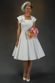 Zauberhaftes Brautkleid elfenbein-weiss zum Petticoat SETRINO® Couture aus Berlin