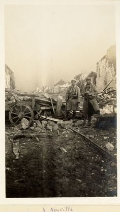 WW1, French soldiers near the ruins of Neuville-Saint-Vaast, 1915 / Bibliothèque…