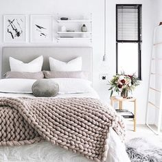 Cozy bedroom = Sweet dreams . . . #mondaymotivation #homedecor #interiorforinspo #nyc #interiordesign #lifestyleblogger
