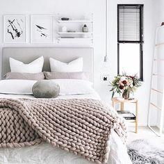 Cozy bedroom = Sweet dreams . . . #mondaymotivation #homedecor #interiorforinspo #nyc #interiordesign #lifestyleblogger