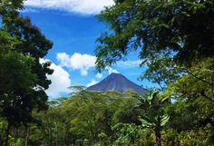 Remember to carry always with you a camera, you never know when you'll have a suddenly perfect Arenal Volcano view! #CostaRica #PuraVida #Volcano Image courtesy Leslie Corrales