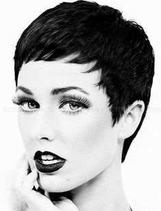 The pixie cut is the new trendy haircut! Put on the front of the stage thanks to Pixie Geldof (hence the name of this cup!), Many are now women who wear this short haircut. Pixie Haircuts 2015, Popular Short Haircuts, 2015 Hairstyles, Pixie Hairstyles, Trendy Hairstyles, Bouffant Hairstyles, Wedge Hairstyles, Updos Hairstyle, Brunette Hairstyles