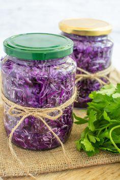 Varză roșie murată la borcan Pesto, Diy And Crafts, Mason Jars, Healthy Recipes, Blog, Gardening, Cooking, House, Preserves
