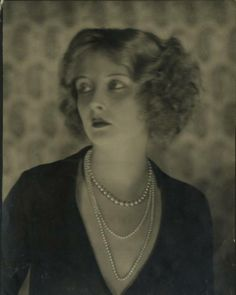 """Zelda Fitzgerald """"She refused to be bored. Vintage Glam, Vintage Hollywood, Hollywood Glamour, Vintage Beauty, Vintage Woman, Gatsby, Old Photos, Vintage Photos, Up Dos"""