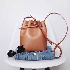 Timeless and easy to wear, the camel bucket bag has it all! (Mansur Gavriel M ., Timeless and easy to wear, the camel bucket bag has it all! Mansur Gavriel Bucket Bag, Luxury Bags, Luxury Handbags, Mini Handbags, Tote Handbags, Lv Bags, Purses And Bags, Parisian Girl, Posing Tips