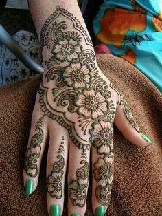 Latest Mehndi Henna Tattoo Designs for Eid ul Fitr Henna Hand Designs, Bridal Henna Designs, Beautiful Henna Designs, Latest Mehndi Designs, Mehndi Designs For Hands, Henna Tattoo Designs, Mehandi Designs, Nice Designs, Mehndi Tattoo