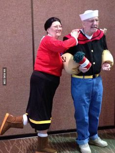 16 Elderly Couples Prove You're Never Too Old To Have Fun - Angela Popeye Et Olive, Vieux Couples, Cosplay Costumes, Halloween Costumes, Epic Cosplay, Funny Costumes, Awesome Cosplay, Easy Halloween, Halloween Decorations
