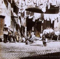 Foto storiche di Roma - Cortile in Via del Pellegrino Anno: 1895
