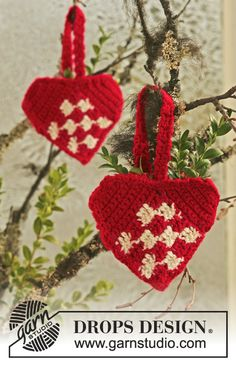 "Crochet DROPS Christmas hearts in 2 threads ""Alpaca"". ~ DROPS Design"