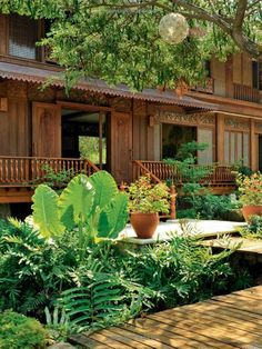 Gardens: 42 dream gardens by leading landscape designers in the philippines Filipino Architecture, Philippine Architecture, Tropical Architecture, Thai House, Style At Home, Filipino House, Philippine Houses, Bamboo House, Tropical Houses
