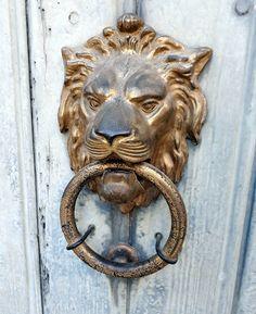 TRUCADORS / PICAPORTES / ALDABAS / DOOR KNOCKER: 2018 Exterior Door Hardware, Exterior Doors, Door Knobs And Knockers, Door Entryway, Architectural Elements, Doorway, Door Design, Knock Knock, Lions