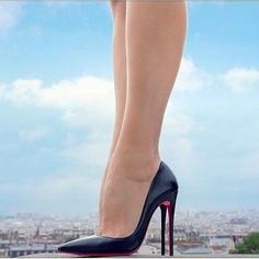 Christian Louboutin. Black pointed toe stiletto heels. Tacchi Close-Up #Shoes #Tacones #Heels #stilettoheelspointed #christianlouboutinheels