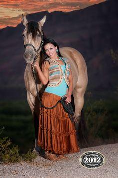 http://www.cowgirlglitterati.com ©2012 Laura McClure, Cowgirl Photographer
