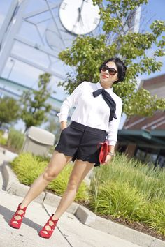 H&M white shirt+Elle black shorts+Nine West red booties+Michael Kors red bag+Coach sunglasses