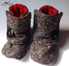 Baby wool booties