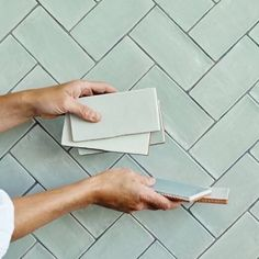 In a sophisticated brick shape and adorable colourways, our Potters Glaze wall tiles have a sense of artisan craftsmanship ideal for how we live today. They are brilliant contrasted with other subtle pastel tones. Glazed Brick, Glazed Walls, Küchen Design, Tile Design, Design Blogs, Decor Interior Design, Interior Decorating, Wet Room Flooring, Pastel Interior