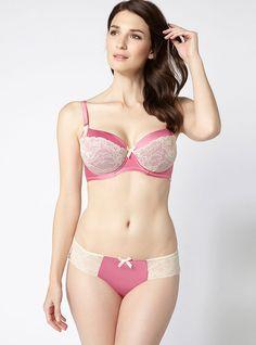 Model wears size 32C