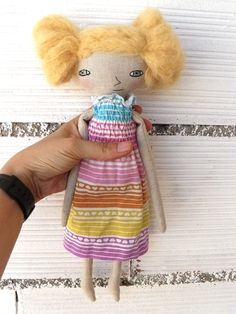 Muñeca bordada a mano con pelo de alpaca cosido a mano. 32 cm de AntonAntonThings en Etsy