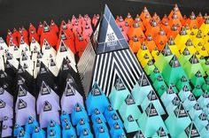 Project 365 // 3D Infographic installation 365 Pyramids by Lemongraphic, via Behance