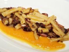 Refoli trafilati in bronzo con speck e radicchio su crema di zucca. #PastaZara #pasta #Made in Italy #food #recipes #ricette