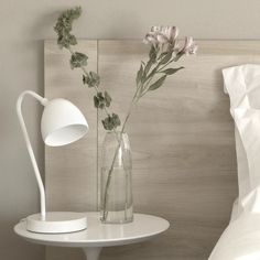 Milky table lamp // Uncuerno Table Lamp by A3