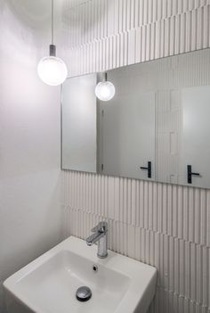 biela kupelna Ice Cream Cookie Sandwich, Ice Cream Cookies, Bathroom Lighting, Tiles, Bathtub, Furniture, Design, Home Decor, Wall Tiles