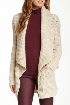 Love the cream and maroon color combo.