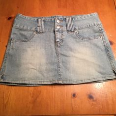 Denim skirt Forever 21 short denim skirt. Super cute. Long waist/belt loops. Forever 21 Skirts