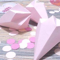 gefaltete Papierdiamanten