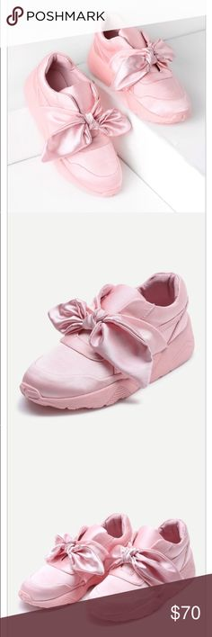 Bow Tie Satin Design Sneakers Bow Tie Design Satin Sneakers Platform Height(cm) : 1.5cm Heel Height(cm) : 4cm Color : Pink Outsole Material : Rubber Upper Material : Satin Toe : Almond Toe Platform : Flatform Style : Casual, Cute Accessories : Bow Shoes Sneakers