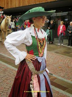 Turismo Lento: Costume tradizionale della Val Gardena Alto Adige Playground Flooring, Diy Playground, Brick Patterns Patio, Magic Garden, Olive Garden, Vegetable Garden Design, Folk Costume, Kew Gardens, Better Homes And Gardens