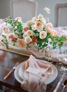 Dreamy California Wedding Inspiration Shoot Wedding Table Flowers, Spring Wedding Flowers, Wedding Reception Tables, Wedding Table Settings, Floral Wedding, Wedding Flower Design, Design Floral, E Design, Wedding Arrangements