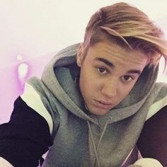 After teasing his fans for a week on social media, singer Justin Bieber has finally revealed his new hairstyle.