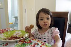 Retrospectiva   Yumi com 3 anos e meio amo brócolis