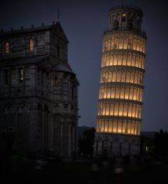 After lighting most of the monuments of Campo dei Miracoli in Pisa (the Cathedral, the Baptistery, the Camposanto Monumentale, and the Sinopias Museum), Targetti dresses in light also the very well-known hanging tower.