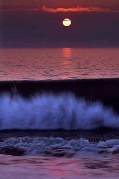 موج البحر حزين