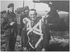 Lt. Pat Glover die met Myrtle de parakip sprong Operation Market Garden, Parachute Regiment, Paratrooper, World War Two, Troops, Ww2, Holland, United Kingdom, The Nederlands