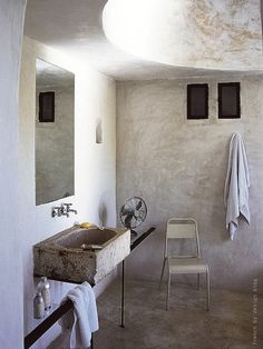 Beautiful bathroom with large round skylight, via French by design ♥