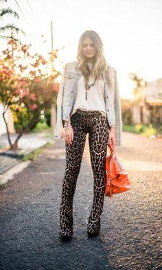 Look: Thássia Naves - Jeans + Onça