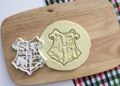 Hogwarts Schule für Hexerei und Zauberei-Emblem  Andere HP-Ausstechformen finden Sie hier: