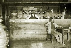 A cowboy in a saloon bar, Wyoming, circa Old West in Color: Colorized Pictures of Cowboys From the Late to Early Centuries ~ vintage everyday Western Saloon, Western Bar, Old West Saloon, Cowboys Bar, Real Cowboys, Westerns, Old Western Towns, Old West Photos, Old Bar