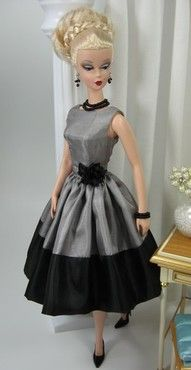 I know it's a Barbie dress, but I would so love this Barbie's dress.  May have to replicate