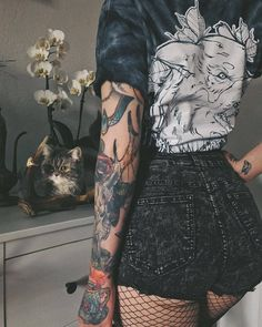 Image about style in Tattoos by Shea on We Heart It Punk Outfits, Grunge Outfits, Grunge Fashion, Fashion Outfits, Hipster Fashion, 90s Fashion, Style Fashion, Tattoo Girls, Girl Tattoos