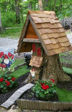 Gnome house from a tree stump. Home Sweet Gnome. Gnome house from a tree stump. Home Sweet Gnome. Fairy Tree Houses, Fairy Garden Houses, Gnome Garden, Fairies Garden, Gnome Tree Stump House, Succulent Planters, Flowers Garden, Succulents Garden, Hanging Planters