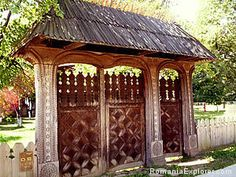 Northern Romania traditional gates , goddies from Romania. The most beautiful art of wood . They are amaizing Visit Romania, Little Paris, Bucharest Romania, Moldova, Entrance Gates, Beautiful Places To Visit, Beautiful Buildings, Eastern Europe, Traditional House